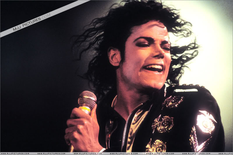 Bad World Tour Onstage- Various - Page 3 0742