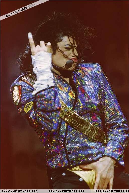 Dangerous World Tour Onstage- Jam 075-1