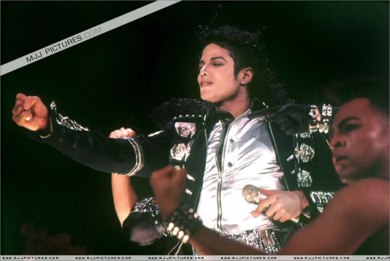Bad World Tour Onstage- Various - Page 3 0762