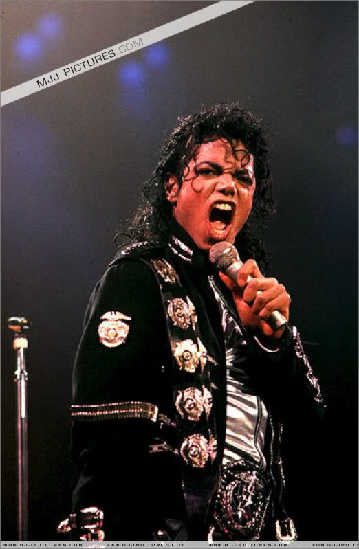 Bad World Tour Onstage- Various - Page 3 0772