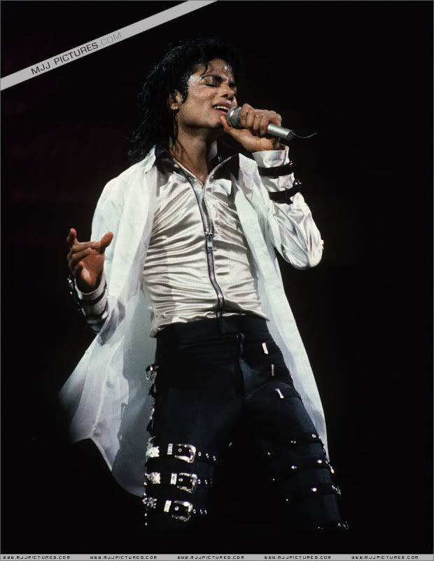 Bad World Tour Onstage- Various - Page 3 0782