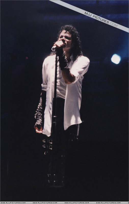 Bad World Tour Onstage- Various - Page 3 0792