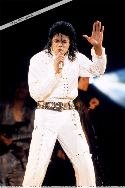 Bad World Tour Onstage- Various - Page 3 0842