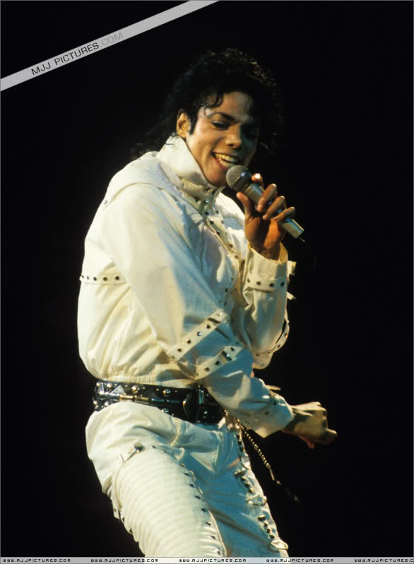 Bad World Tour Onstage- Various - Page 3 0852