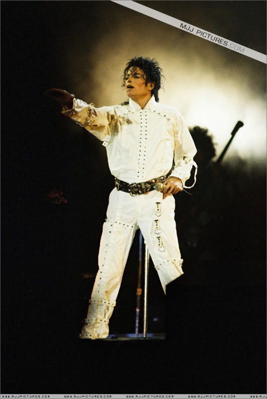 Bad World Tour Onstage- Various - Page 3 0862
