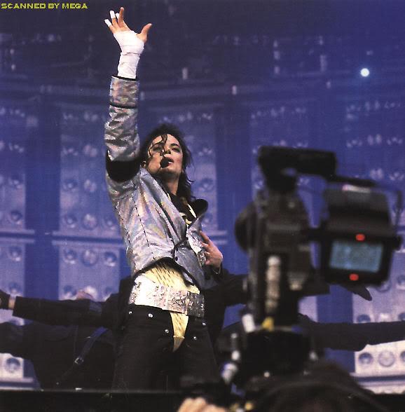 Dangerous World Tour Onstage- Jam 087-2