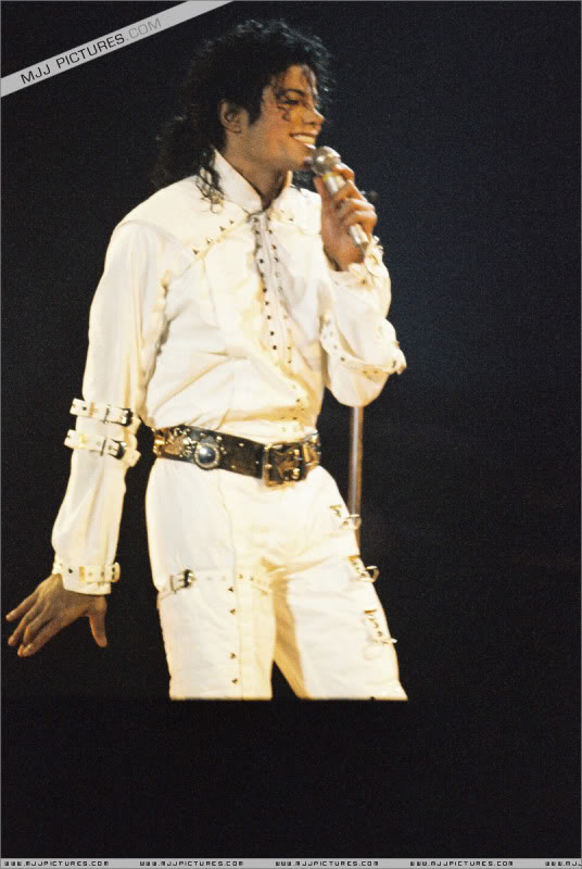 Bad World Tour Onstage- Various - Page 3 0872
