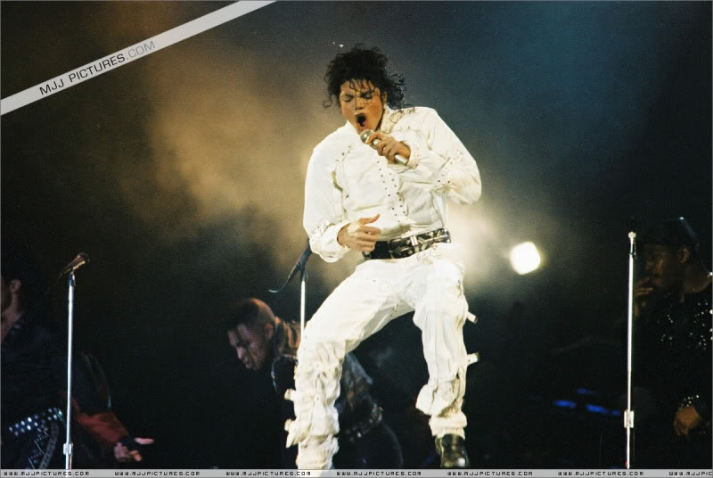 Bad World Tour Onstage- Various - Page 3 0882