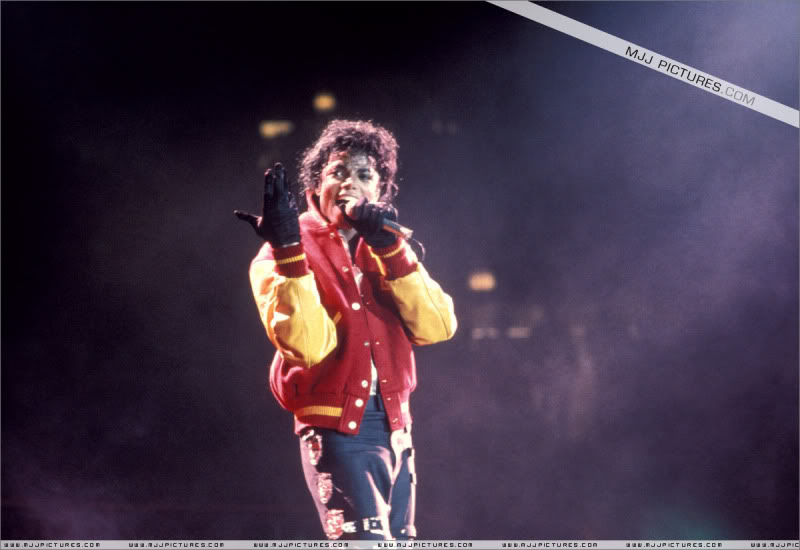 Bad World Tour Onstage- Various - Page 3 0892