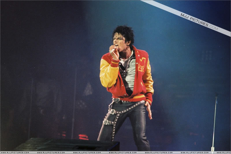 Bad World Tour Onstage- Various - Page 3 0902