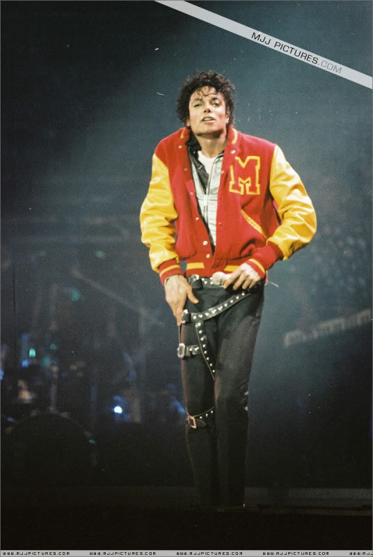 Bad World Tour Onstage- Various - Page 3 0912