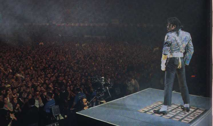 Dangerous World Tour Onstage- Jam 092-1