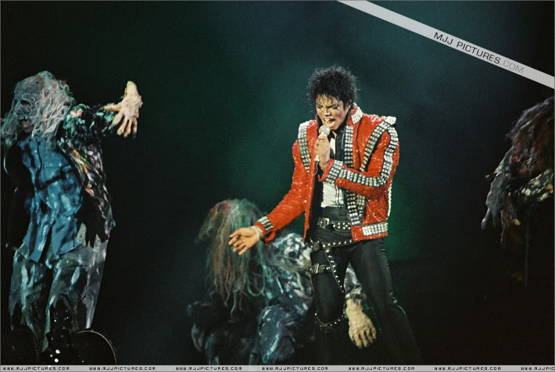 Bad World Tour Onstage- Various - Page 3 0932