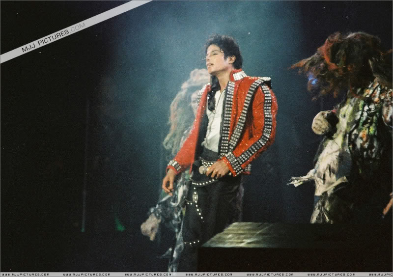 Bad World Tour Onstage- Various - Page 3 0942