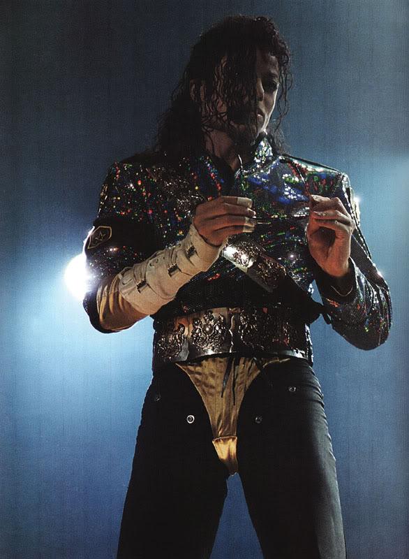 Dangerous World Tour Onstage- Jam 095-1