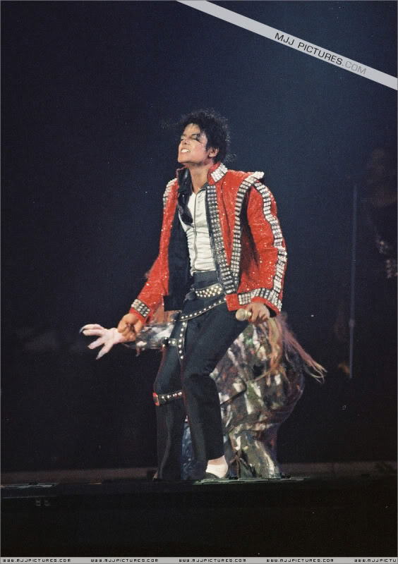 Bad World Tour Onstage- Various - Page 3 0952