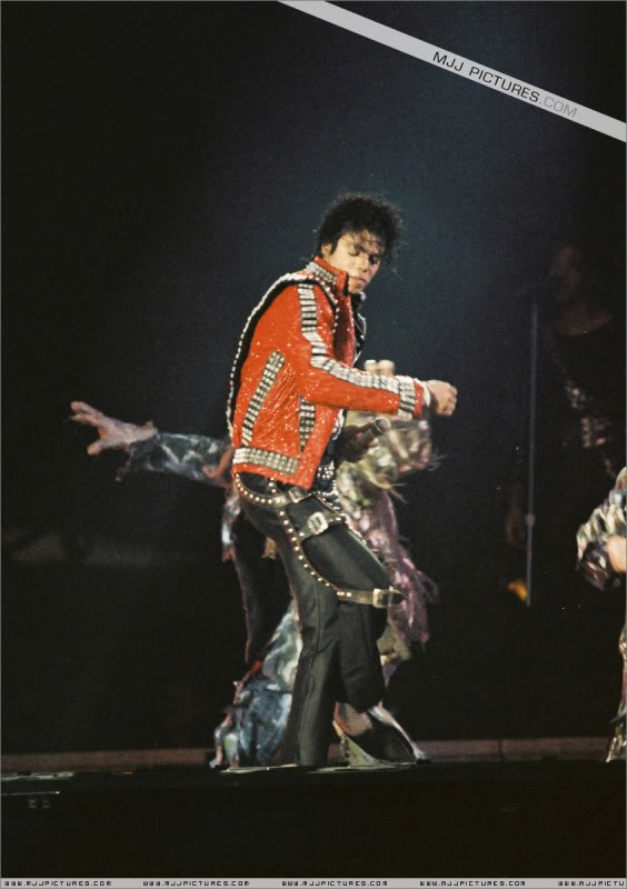 Bad World Tour Onstage- Various - Page 3 0962