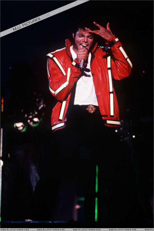 Bad World Tour Onstage- Various - Page 3 0972