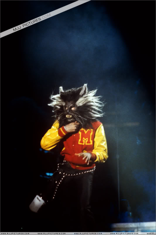 Bad World Tour Onstage- Various - Page 3 1002