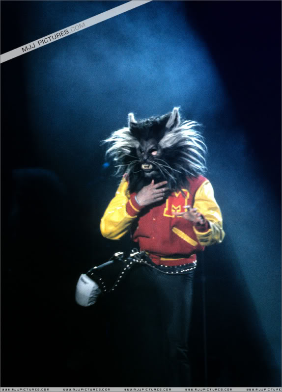 Bad World Tour Onstage- Various - Page 3 1012