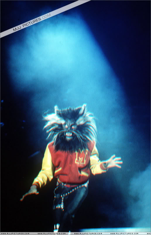 Bad World Tour Onstage- Various - Page 3 1022