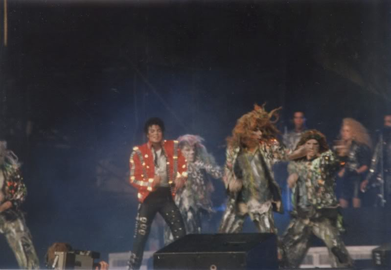 Bad World Tour Onstage- Various - Page 3 1032