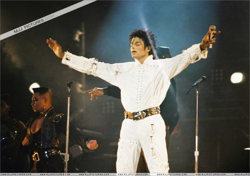 Bad World Tour Onstage- Various - Page 3 1072