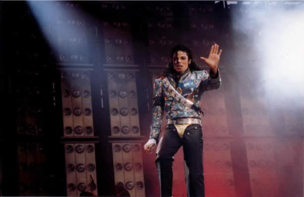 Dangerous World Tour Onstage- Jam 111-2