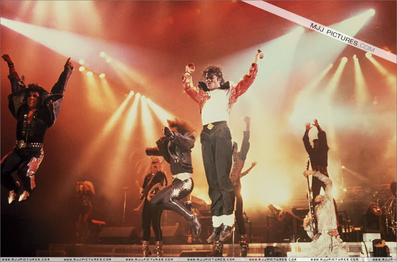 Bad World Tour Onstage- Various - Page 3 1122