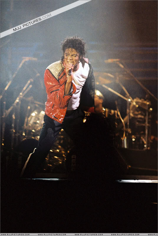 Bad World Tour Onstage- Various - Page 3 1132