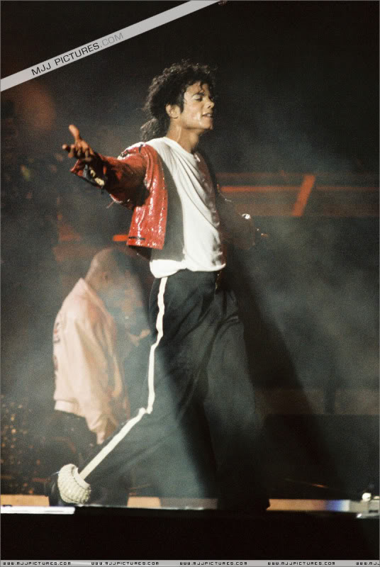 Bad World Tour Onstage- Various - Page 3 1142
