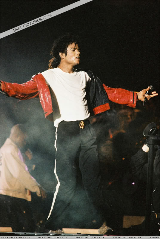 Bad World Tour Onstage- Various - Page 3 1152