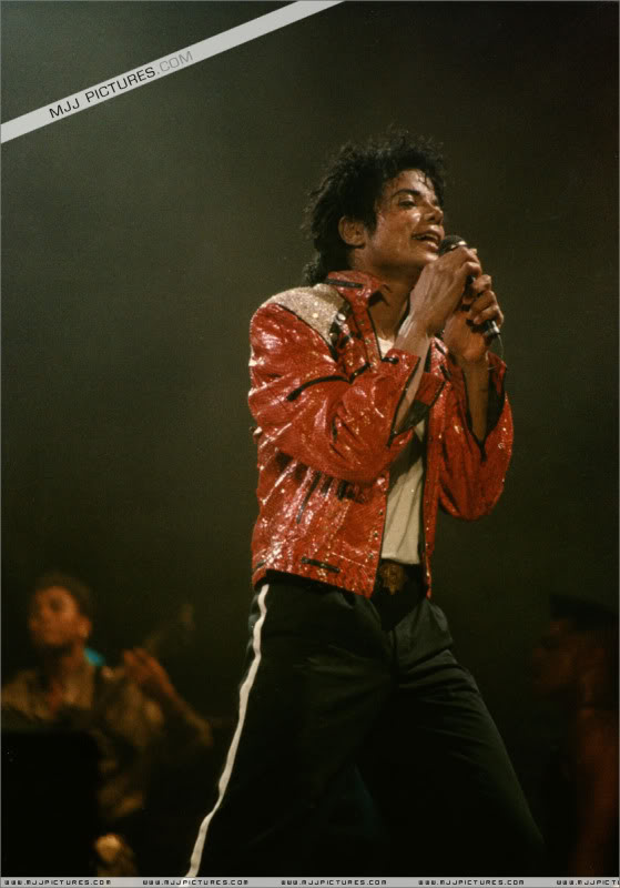 Bad World Tour Onstage- Various - Page 3 1162