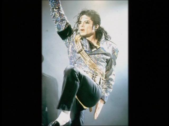 Dangerous World Tour Onstage- Jam 117-2