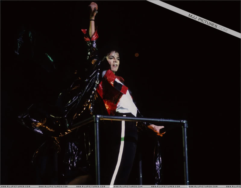 Bad World Tour Onstage- Various - Page 3 1202