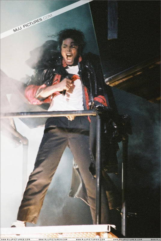 Bad World Tour Onstage- Various - Page 3 1212