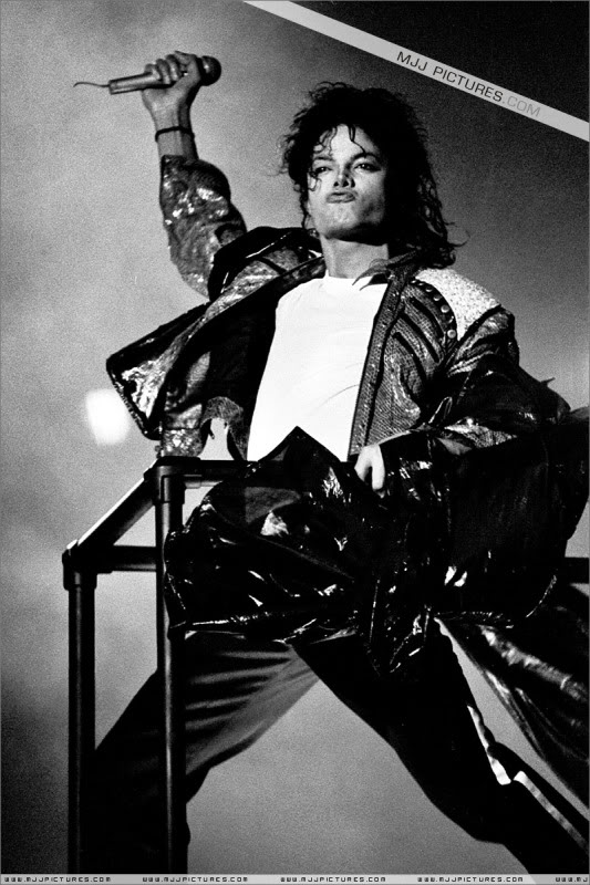Bad World Tour Onstage- Various - Page 3 1232