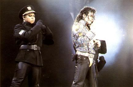Dangerous World Tour Onstage- Jam 126-2