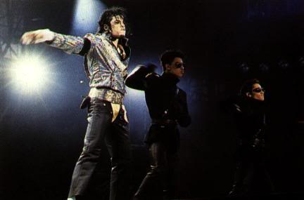 Dangerous World Tour Onstage- Jam 127-2