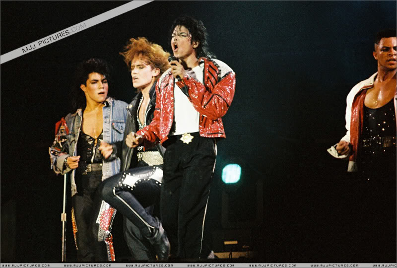 Bad World Tour Onstage- Various - Page 3 1272