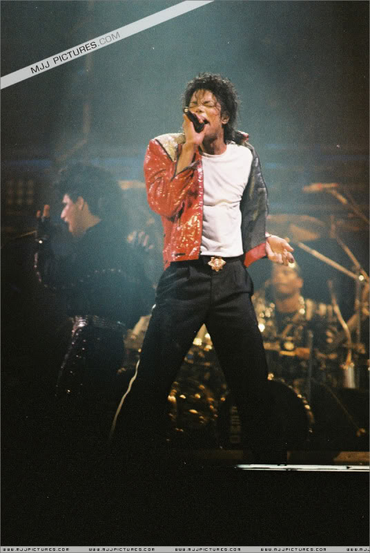 Bad World Tour Onstage- Various - Page 3 1282