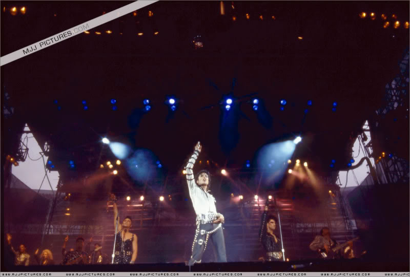 Bad World Tour Onstage- Various 129-1