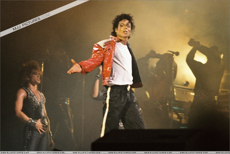 Bad World Tour Onstage- Various - Page 3 1302