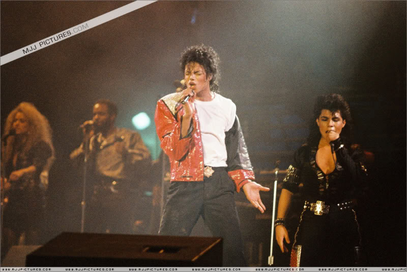 Bad World Tour Onstage- Various - Page 3 1312