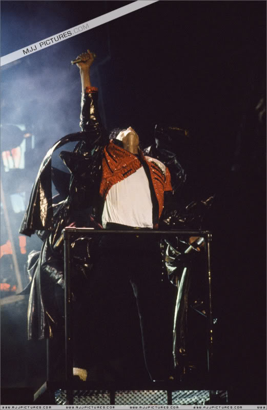 Bad World Tour Onstage- Various - Page 3 1322