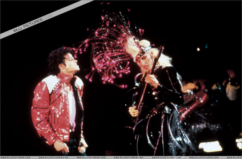 Bad World Tour Onstage- Various - Page 3 1332