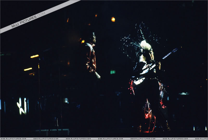 Bad World Tour Onstage- Various - Page 3 1342
