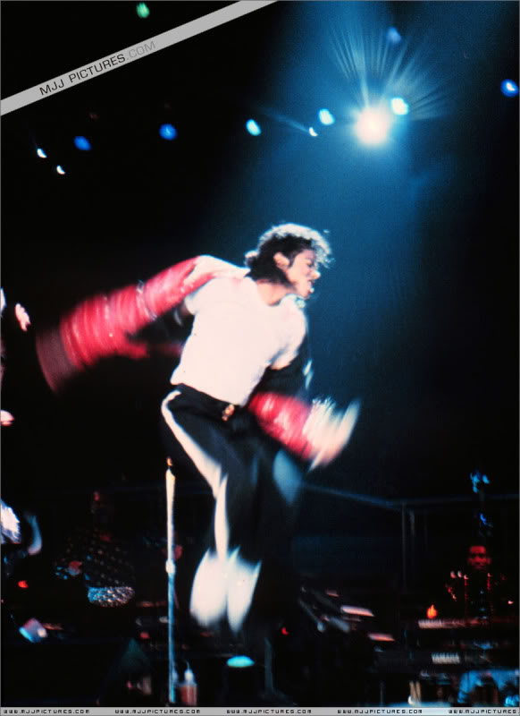 Bad World Tour Onstage- Various - Page 3 1352