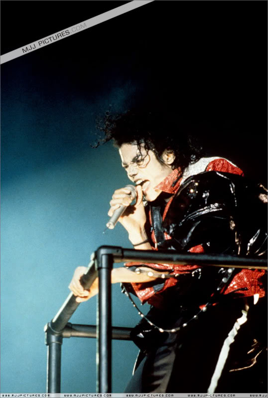 Bad World Tour Onstage- Various - Page 3 1372