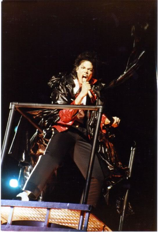 Bad World Tour Onstage- Various - Page 3 1382